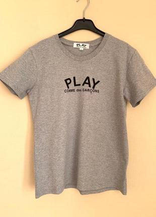 Серая футболка с большим сердечком на спине