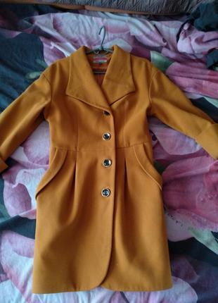 Оссение пальто