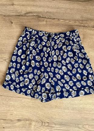 Стильные шорты в ромашку, ромашковый принт, шорти юбка