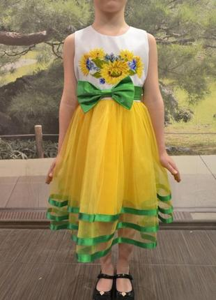 Платье с ручной вышивкой