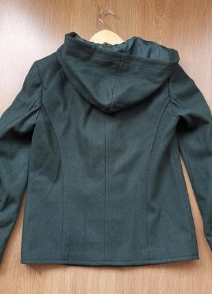Короткое пальто с капюшоном2 фото
