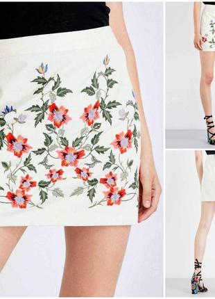 Трендовая белая котонавая юбка в вышивку цветы